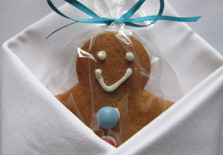 Ginger bread wedding favour wrapped in napkin
